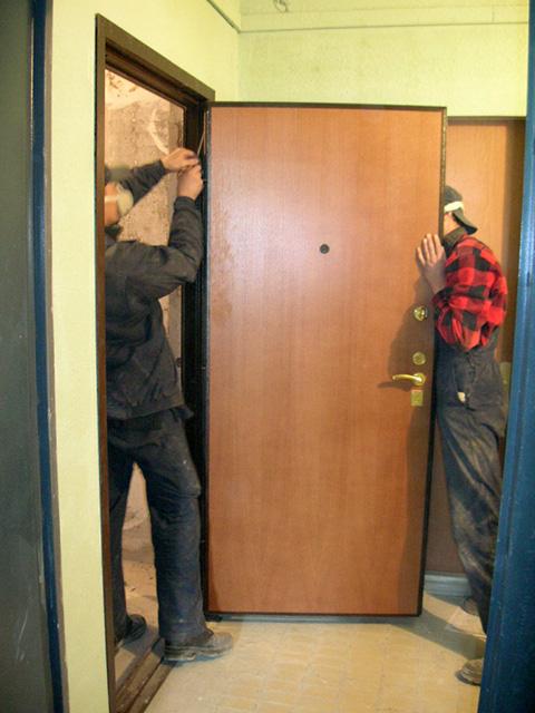поставил новую входную дверь